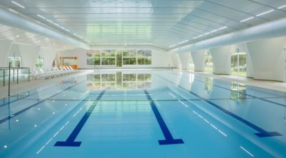 בריכת השחיה המקורה